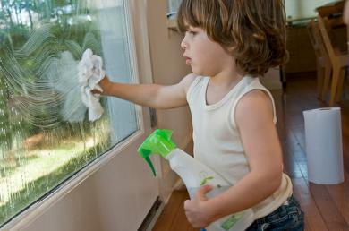 Cleaning Windows using vinegar and newspapers - Cleaning Tips